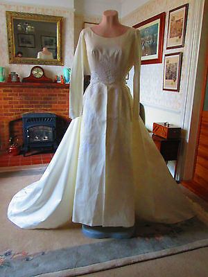 Original Vintage 1960s Wedding Gown and detachable scalloped over skirt. Sz8