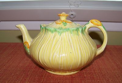 Very Pretty Yellow Flowers CROWN DUCAL Teapot Tea Pot Made in England 4 Cups VGC