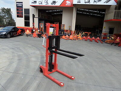 Light Duty Pallet Stacker, Manual pump and drive Narrow ,500kg/1.2m