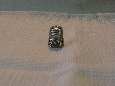 vintage 14k gold banded thimble with scroll work
