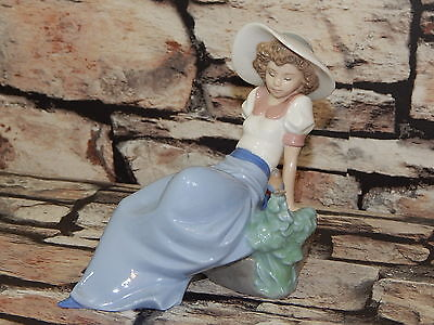 1987 Nao Lladro porcelain figurine of lady resting on a rock with birdie 1042