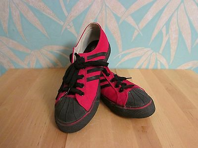 Vision Streetwear Duane Peters edition red & black low top skate shoes, size 8