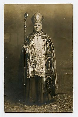 Religion . Homme d'église . Evêque . Carte-photo