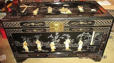 LARGE ORIENTAL BLACK ENAMEL TRUNK w/MOP GEISHA GIRL FIGURINES VERY NICE CHEST