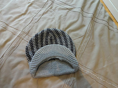 Boys, black and grey set of scarf and hat, age 7