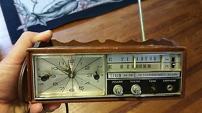 VINTAGE ELGIN AM-FM 12 TRANSISTOR RADIO works.