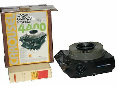 Kodak Carousel 4400 Projector w/ Remote Focus and 140-Slide Tray - Working VG
