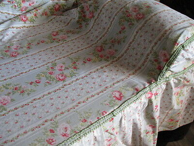 Beautiful Vintage French  Bed Cover, Dessus de Lit, Fabric, Flowers and Trellis