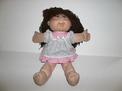 2006 Cabbage Patch Brown-Haired Doll W/ Eyelashes Blue Eyes Cpk Dress Earrings