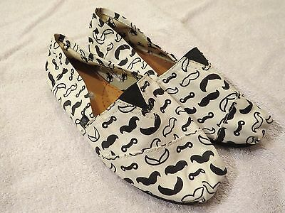 Girl's Bullfrogs white and black mustache slip on shoes size 1