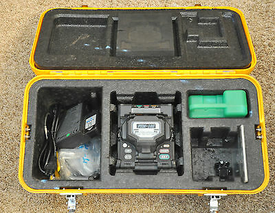 Fujikura 18S Fiber Optic Fusion Splicer w/ CT 30 CT30 Cleaver 658 Arc Count