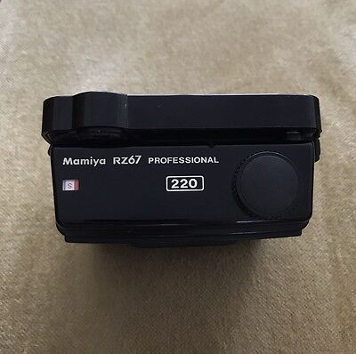 Mamiya RZ67 Professional 220 6X7 roll film back - in excellent condition