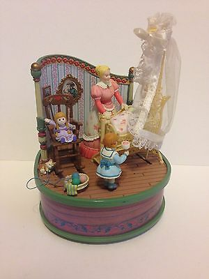 Super Rare Enesco Musical Showcase 1993 Lullabye Time Nursery Brahms Lullaby