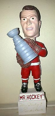 Gordie Howe Mr. Hockey Signed Bubblehead Stanley Cup Detroit Red Wings NHL RARE!