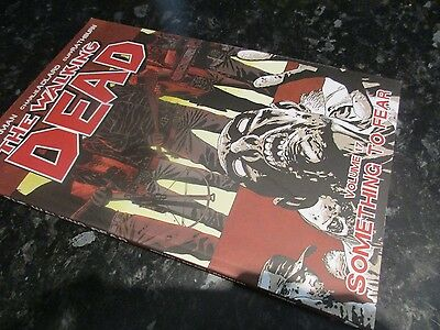 the walking dead image graphic novel  robert kirkman zombie   volume 17