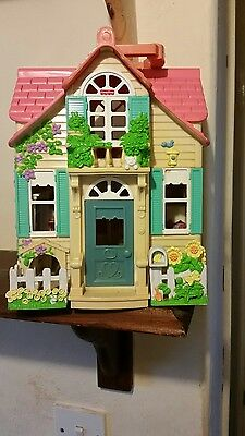 Fisher Price Loving Family Sweet Streets Country Cottage Doll House Mattel 2000