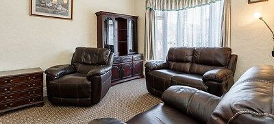 BROWN LEATHER 2 SEATER RECLINER SETTEE & 2 CHAIRS (Both Recline!)