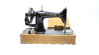Vinatage Hand Crank Singer Sewing Machine Excellent Condition