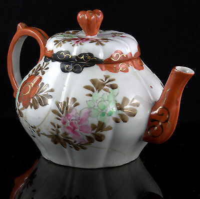 Japanese KUTANI SETO Meiji Taisho Porcelain MELON FORM Black Red Gold Tea TEAPOT