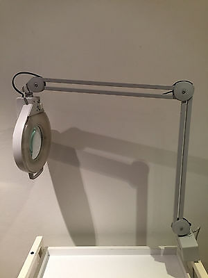 Catena Magnifying Beautician's/Clinicians Lamp