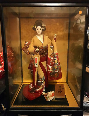 Japanese Doll Beautiful Geisha Doll in Glass case Collectabile