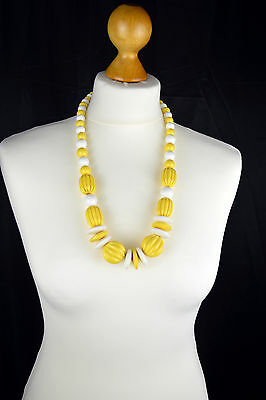 Vintage 1960/70's Yellow & White Chunky Graduated Plastic Bead Necklace