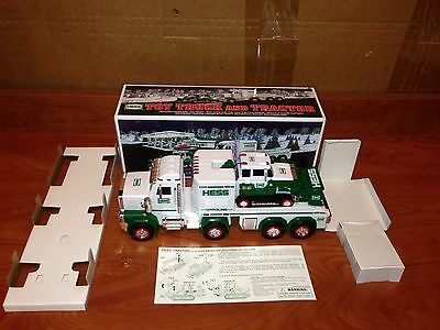 O4-42 Hess Truck 2013 NEW IN BOX Toy Truck And Tractor With Inserts RARE!