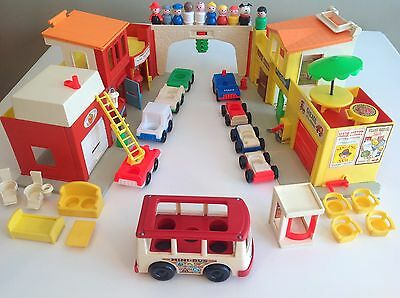VTG Fisher Price 1973 Play family Village #997 (letters missing) +EXTRA, Minivan