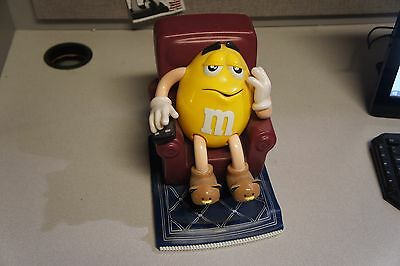 Mars M&M Yellow Peanut 1999 Sitting Candy Dispenser Advertising Vintage