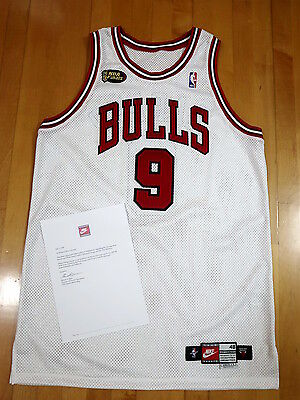 1997-98 Nike Ron Harper Bulls Finals Game Worn Home Jersey LOA Used