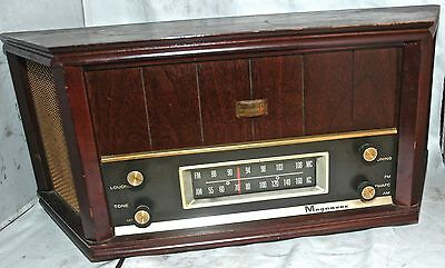 WORKING Vintage Magnavox Hi-Fidelity * TUBE RADIO * Crescendo OFM 022 Table Top