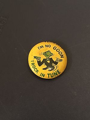 """""""I'm no goon, I rock in tune"""" / 1960s pinback button / Rock and Roll history!"""