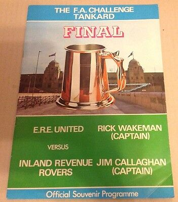 RICK WAKEMAN  -   YES. - 1970s TOUR PROGRAMME SIGNED   -  AUTHENTIC