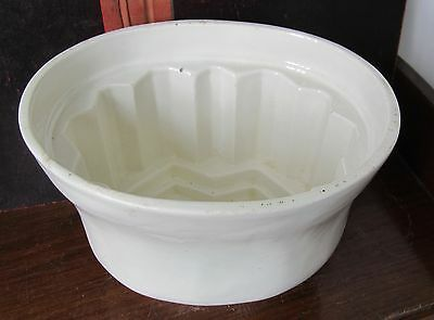 Victorian jelly mould BIG 21/2 pints white stoneware: good to use or display
