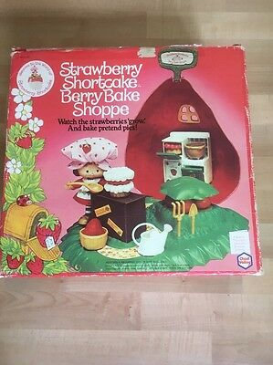 Vintage Strawberry Shortcake Berry Bake Shoppe