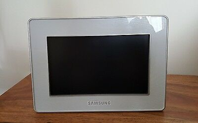"Samsung 7"" Digital Photo Frame - Boxed with instructions"