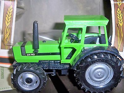 Vintage Boxed Britains Tractor Deutz DX 110 cat. No. 9526 made in England 1978