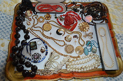HUGE LOT OF GORGEOUS  VINTAGE  JEWELRY FROM  80s-90s!!!!
