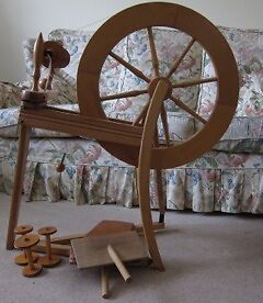 Single treadle Spinning Wheel with Wool Carders