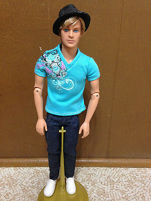 2009 Barbie Fashionistas Hottie Ken Doll Blonde Rooted Hair Hat Articulate Joint