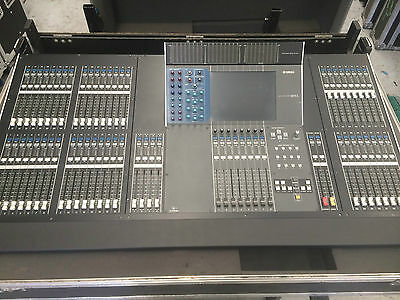 Yamaha M7CL-48 Digital Mixing console with Road Case