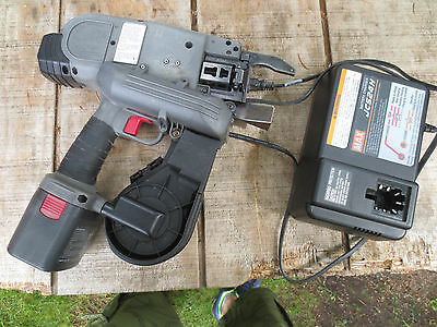 MAX USA RB655 Rebar Tier Tying Machine Cordless Battery-Operated great working