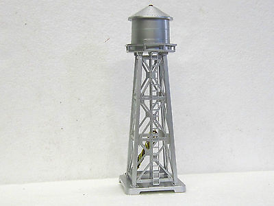 MODEL POWER N Scale FLASHING WATER TOWER 2 figurines WIRED #2630 New in box