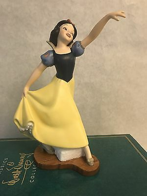"""WDCC Snow White """"The Fairest One Of All"""" Preowned W Box with COA shows crazing"""