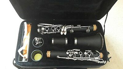 windsor student Bb clarinet includes hard case