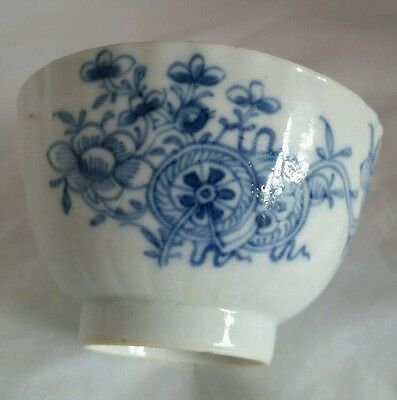 Chinese Export blue and white porcelain tea bowl . Mid C19th