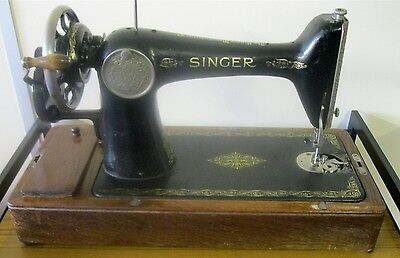 Vintage c1930s Singer Hand Crank Sewing Machine Y8357971 with cover Class 66k: