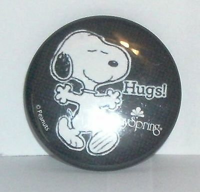 "Peanuts Snoopy Hugs Pinback Pin Button 1.5"" DaySpring"