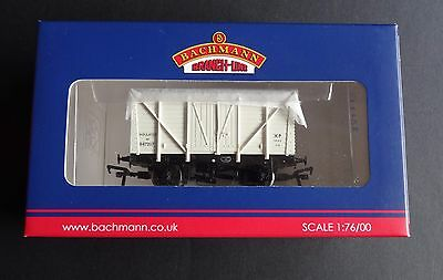 Bachmann 38-191B OO,10T BR Insulated White Van New in Box.