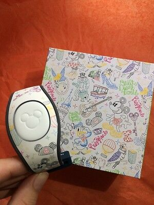 Disney Dooney And Bourke Limited Release Magic Band 2 Print Slider Mickey Tink